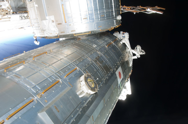 S126E009037 - STS-126 - View of Kibo and Port Truss during Expedition 18 / STS-128 Joint Operations
