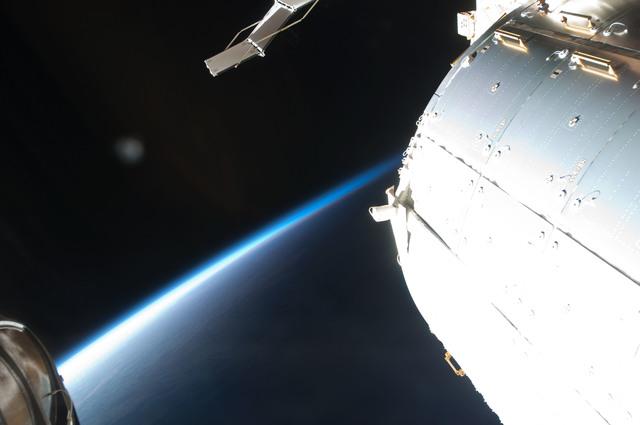 S126E009144 - STS-126 - Micro Meteoroid Orbital Debris (MMOD) Impact on Endeavour Window 6