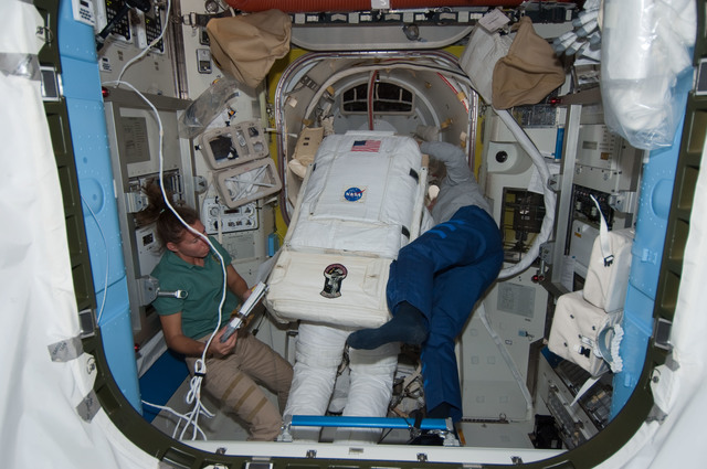S126E010221 - STS-126 - Magnus, Bowen and Ferguson in A/L prior to EVA 4