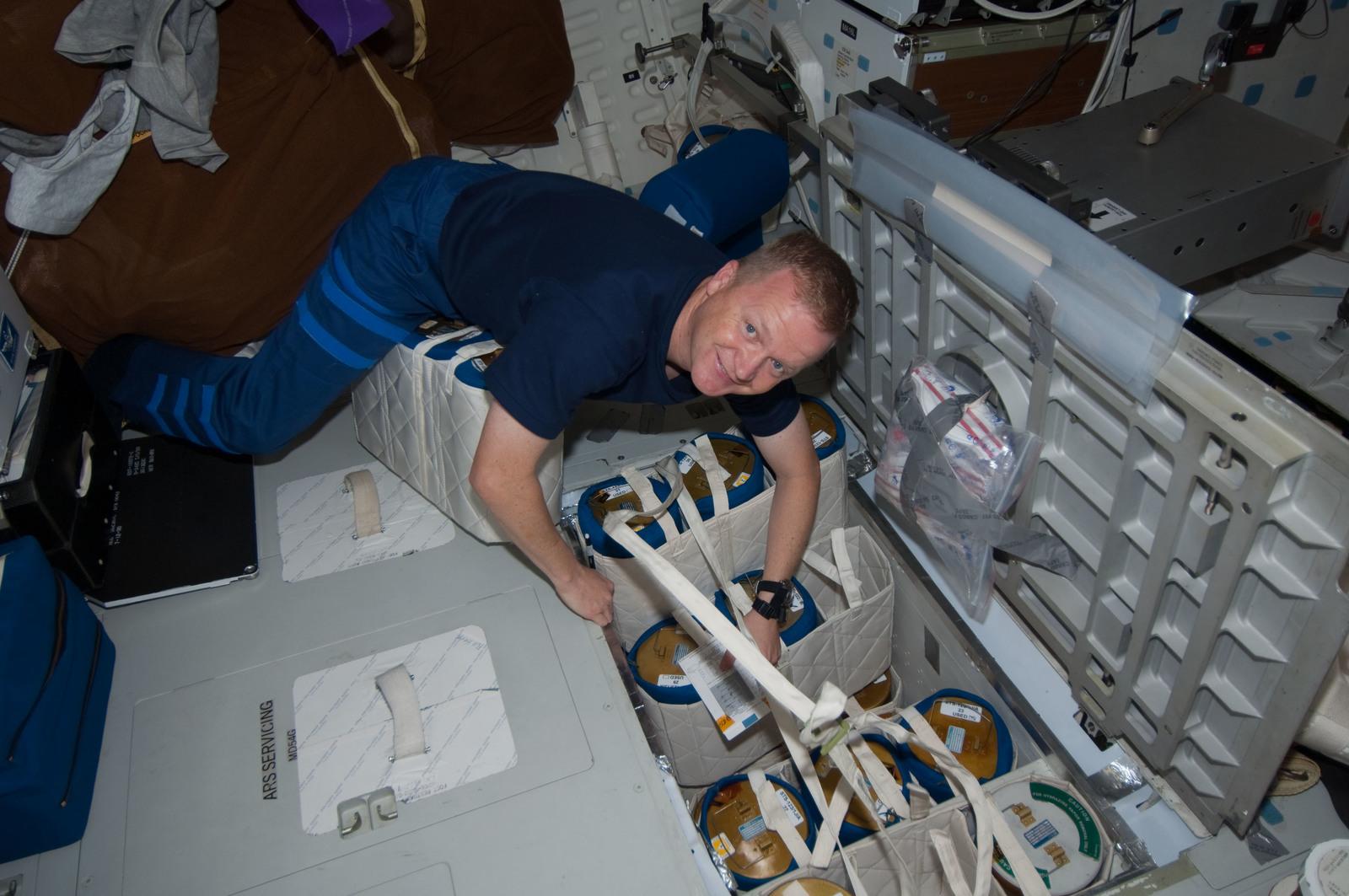 S126E011514 - STS-126 - Boe on MDDK