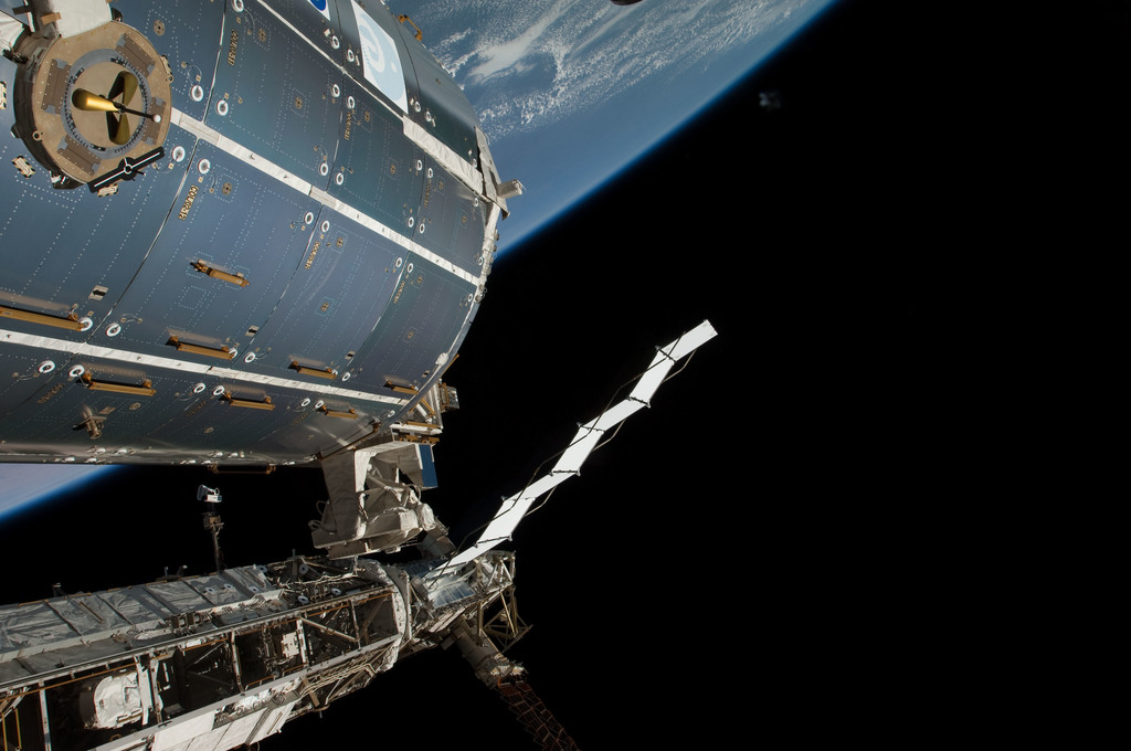 S126E011591 - STS-126 - Time Lapse Photography of STBD Truss and Columbus