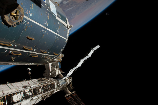 S126E011611 - STS-126 - Time Lapse Photography of STBD Truss and Columbus