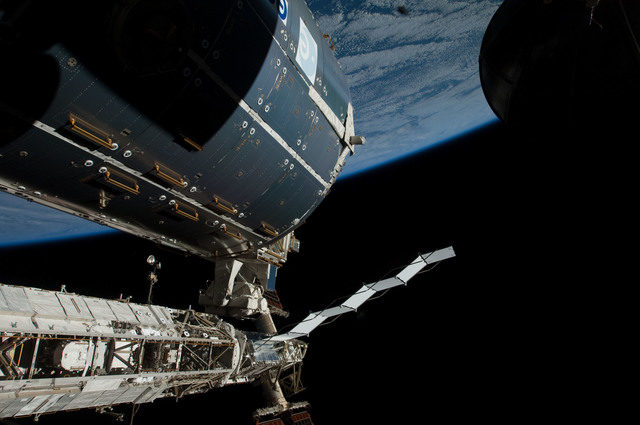 S126E011898 - STS-126 - Time Lapse Photography of STBD Truss and Columbus