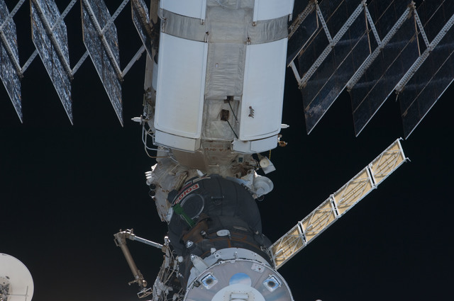S126E014682 - STS-126 - Flyaround view of Soyuz TMA-13 and FGB following STS-126 Undocking