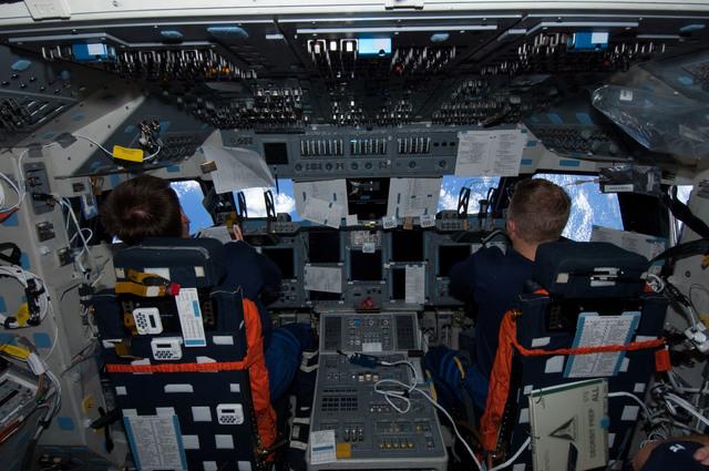 S126E015124 - STS-126 - Ferguson and Boe on FD
