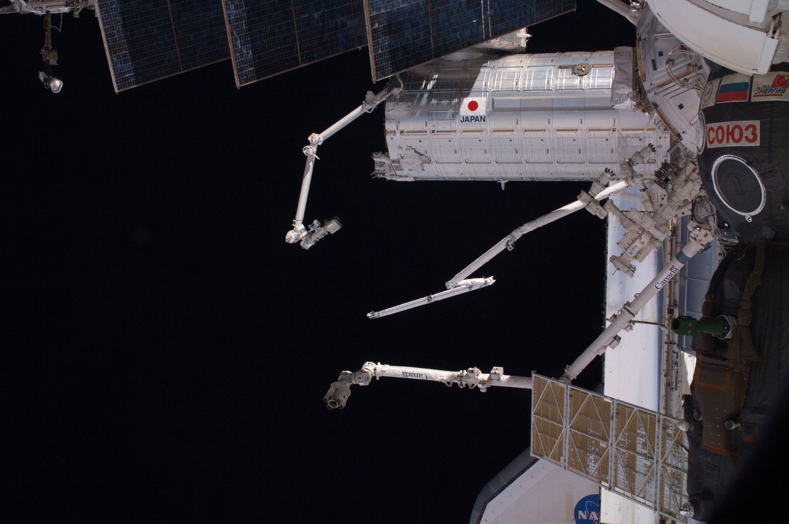 S126E020471 - STS-126 - View of Docked Soyuz, Endeavour, MSS and SRMS/OBSS