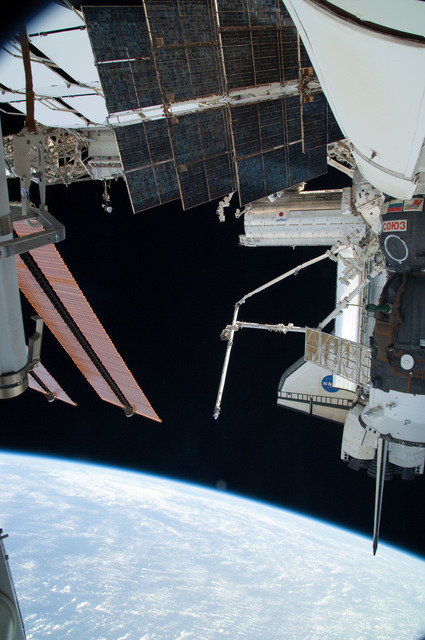 S126E024865 - STS-126 - View of ISS, Docked Soyuz and Endeavour