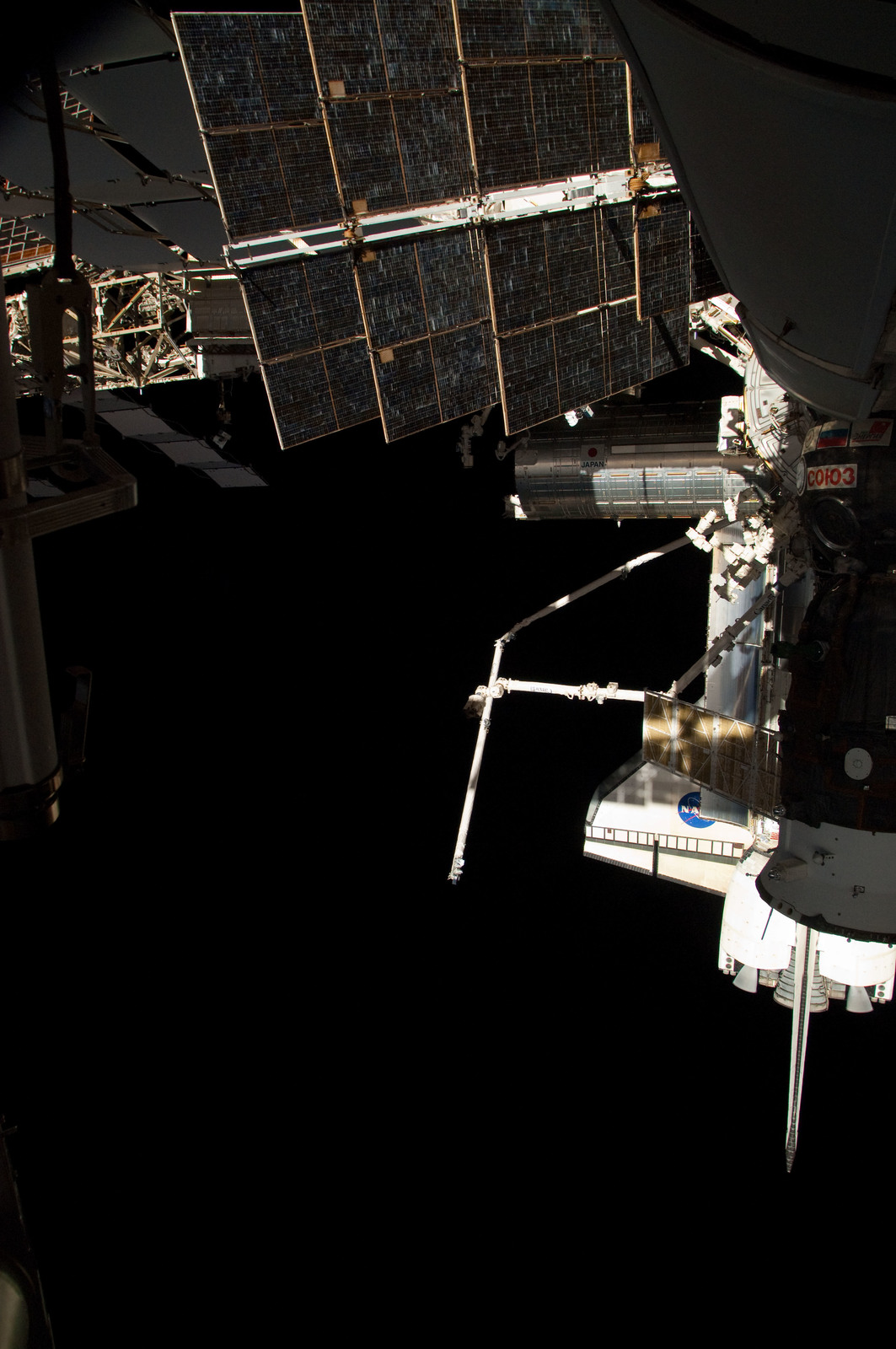 S126E025041 - STS-126 - View of ISS, Docked Soyuz and Endeavour