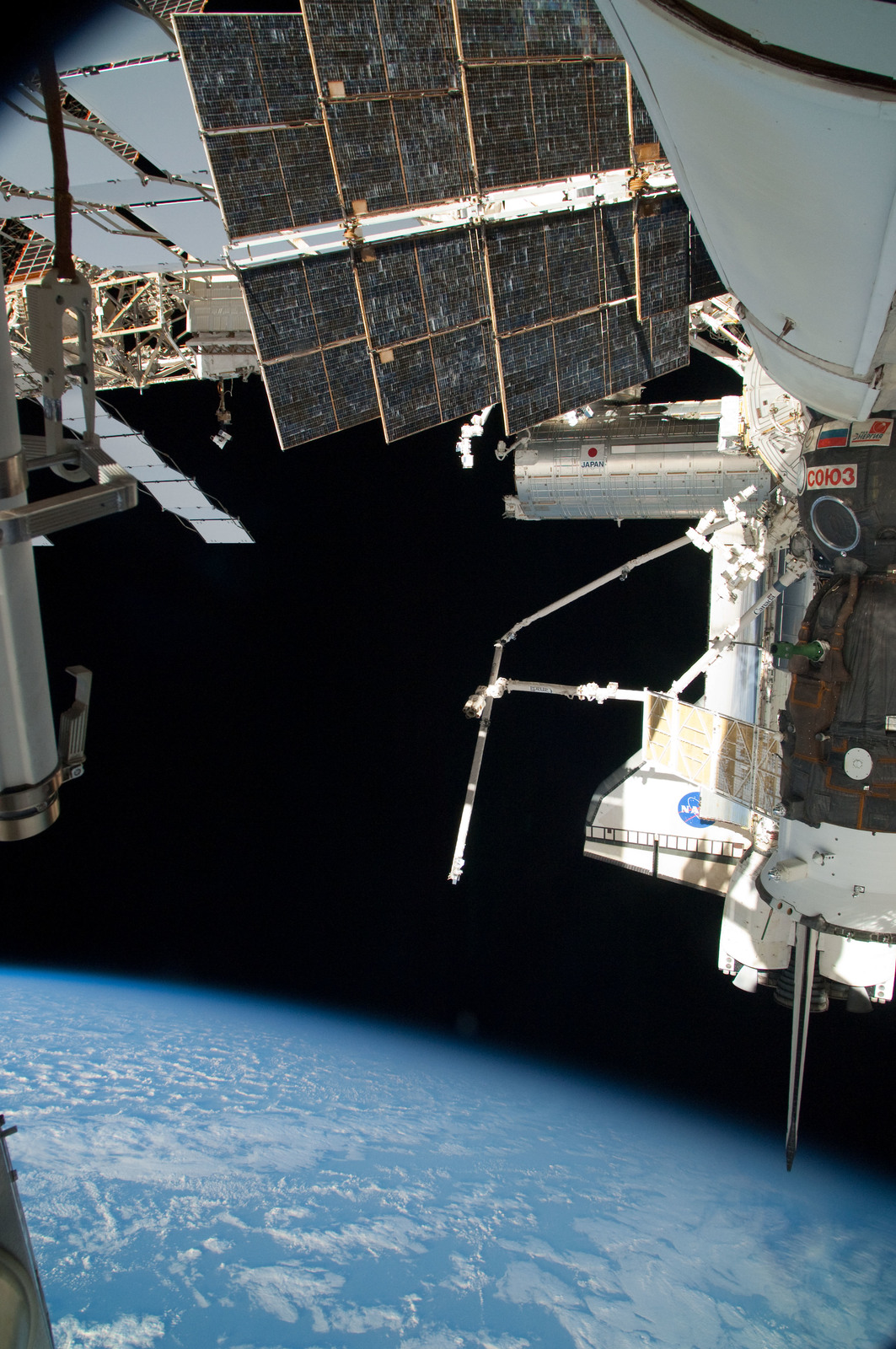 S126E025051 - STS-126 - View of ISS, Docked Soyuz and Endeavour