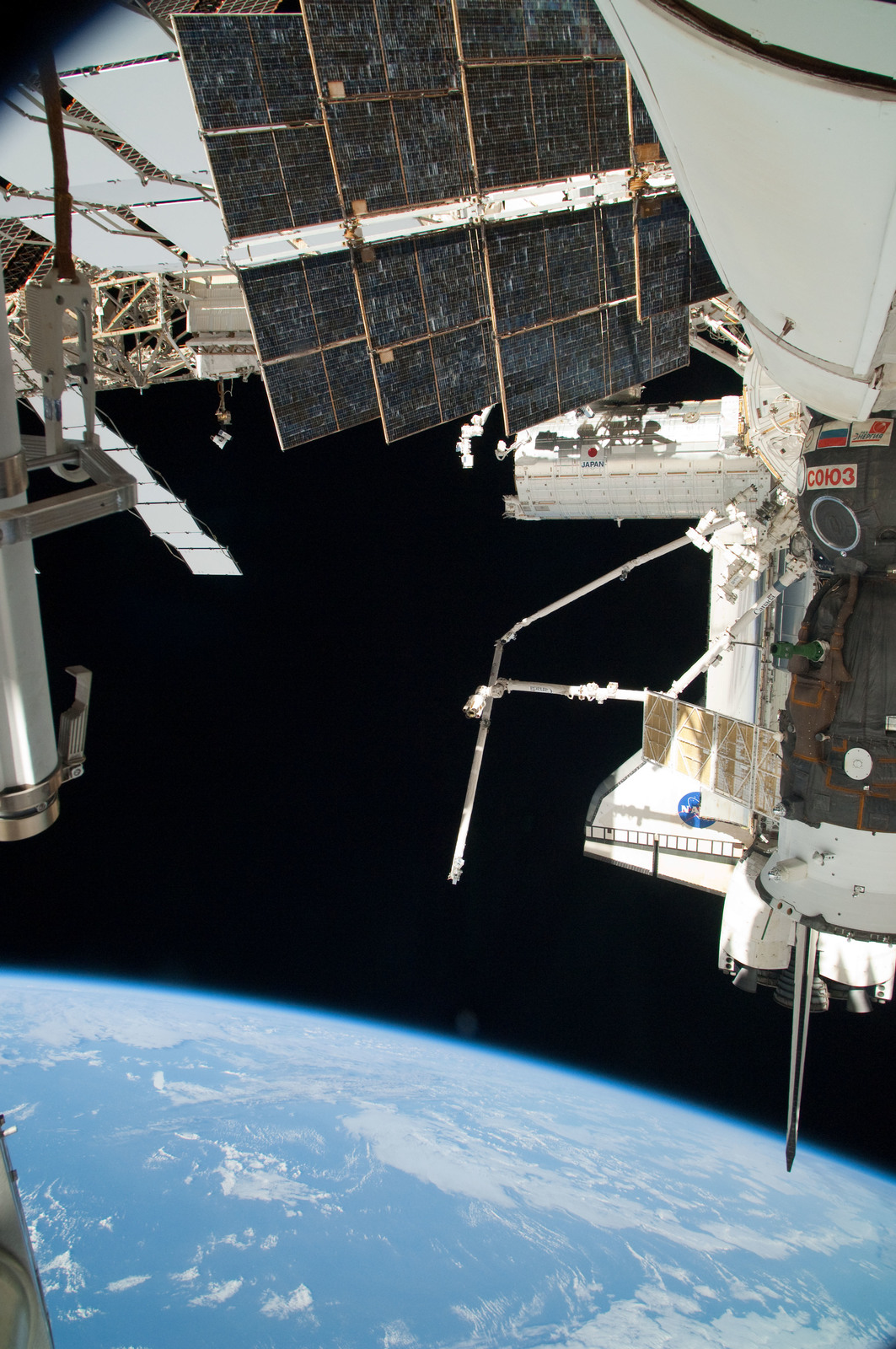 S126E025057 - STS-126 - View of ISS, Docked Soyuz and Endeavour