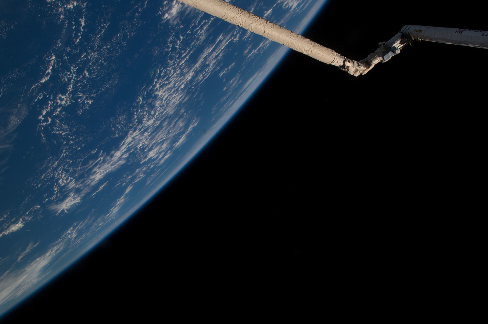 S126E025938 - STS-126 - View of SRMS/OBSS
