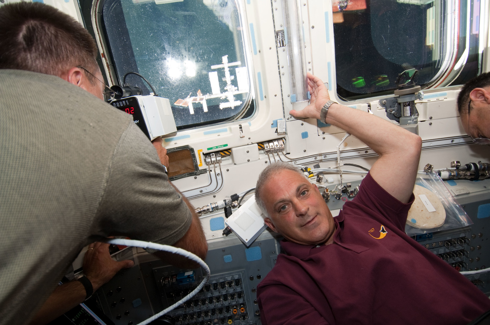 S127E006637 - STS-127 - Marshburn and Polansky on the aft FD of Space Shuttle Endeavour during STS-127 Mission