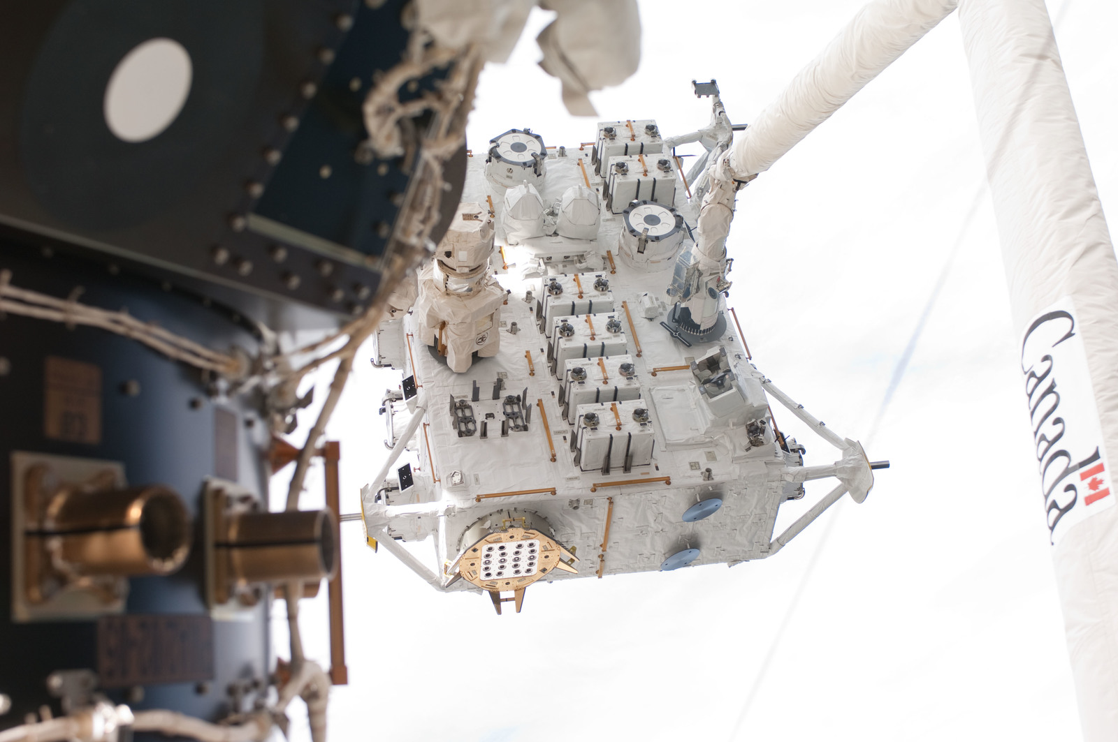 S127E006835 - STS-127 - SRMS moves JEF during EVA-1 on STS-127 / Expedition 20 Joint Operations
