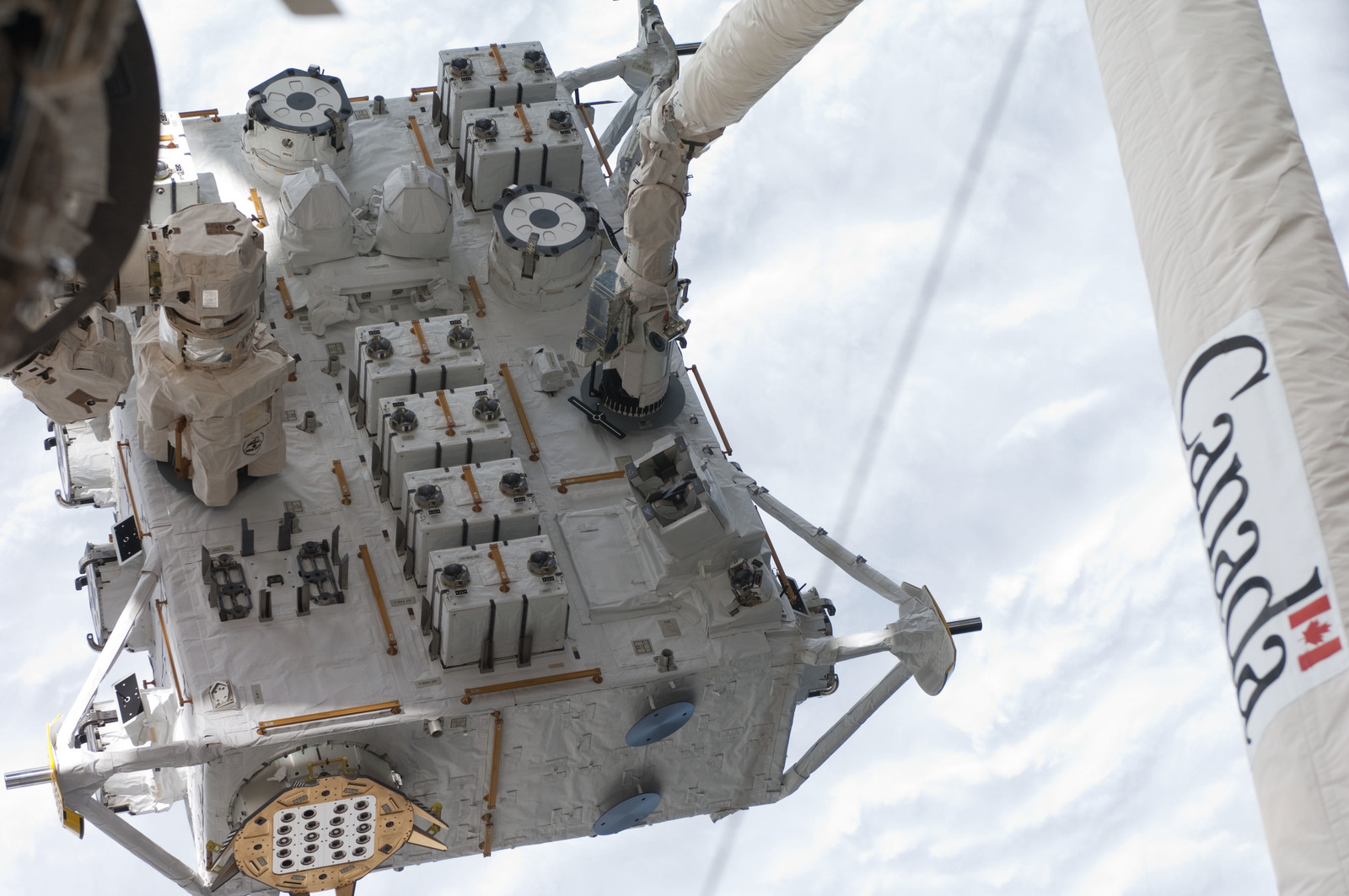 S127E006838 - STS-127 - SRMS moves JEF during EVA-1 on STS-127 / Expedition 20 Joint Operations