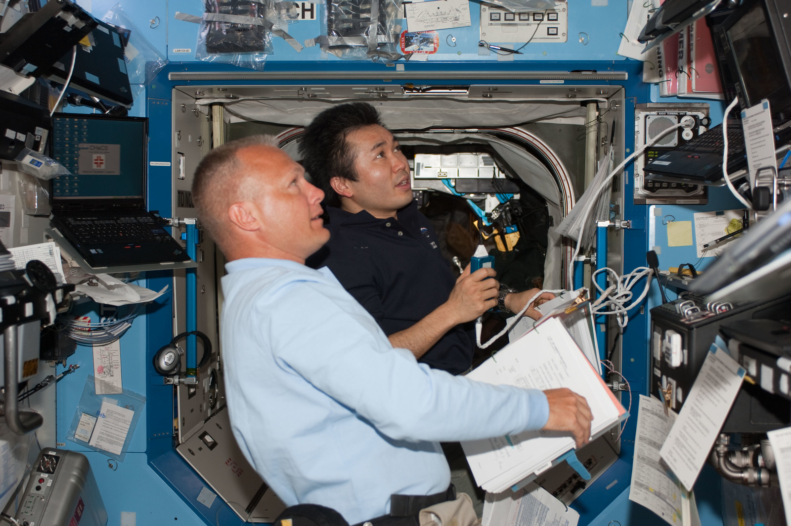 S127E006848 - STS-127 - Wakata and Hurley during EVA-1 of STS-127 / Expedition Joint Operations