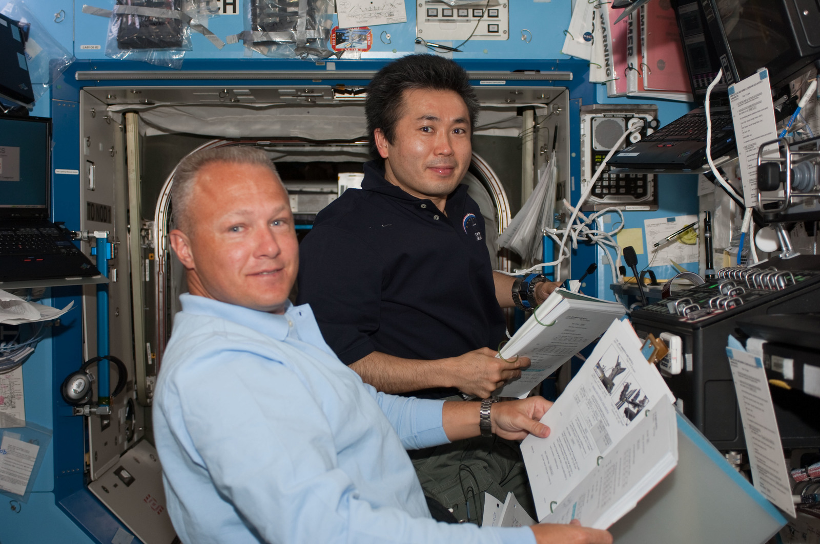 S127E006851 - STS-127 - Wakata and Hurley during EVA-1 of STS-127 / Expedition Joint Operations