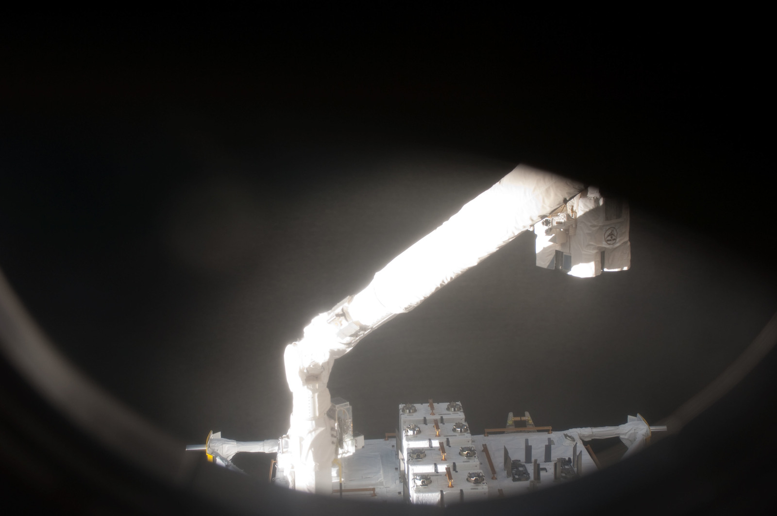 S127E006860 - STS-127 - SSRMS moves JEF during EVA-1 on STS-127 / Expedition 20 Joint Operations