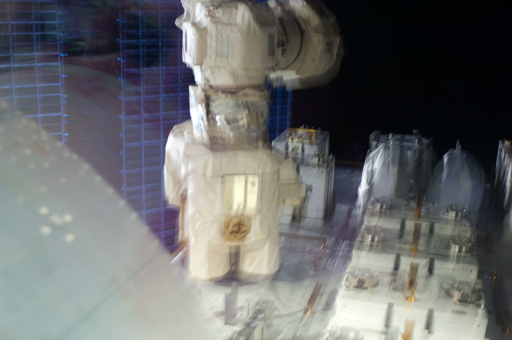 S127E006861 - STS-127 - SSRMS moves JEF during EVA-1 on STS-127 / Expedition 20 Joint Operations