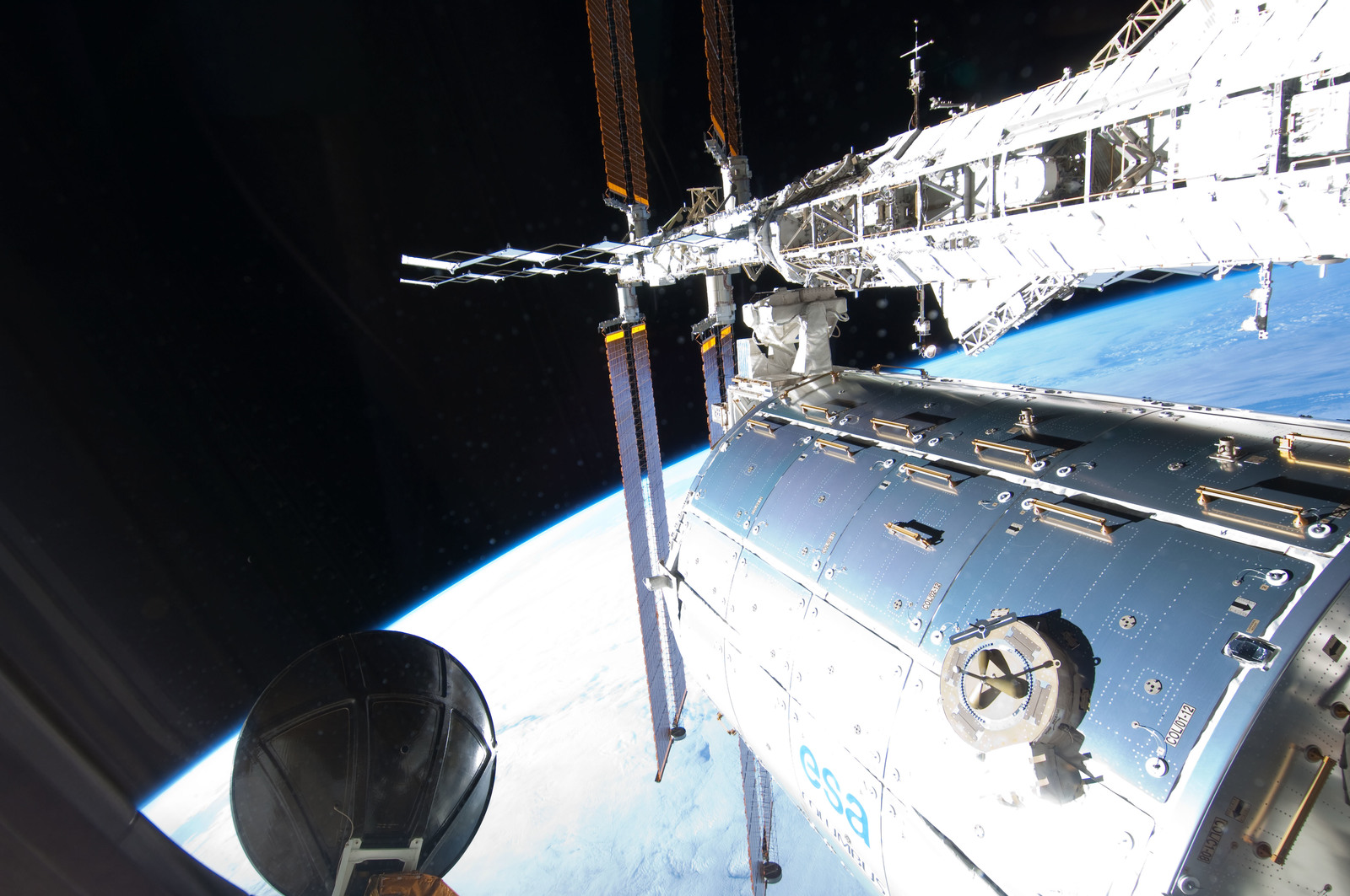S127E006904 - STS-127 - European Columbus Laboratory during EVA-1 on STS-127 / Expedition 20 Joint Operations
