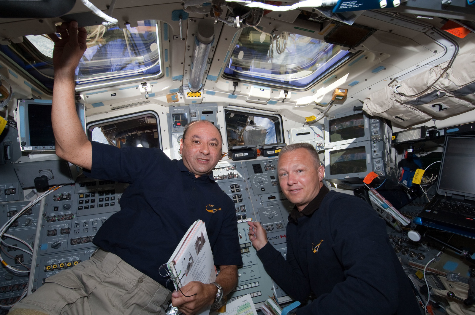 S127E006921 - STS-127 - Polansky and Hurley in the aft FD during STS-127 / Expedition 20 Joint Operations