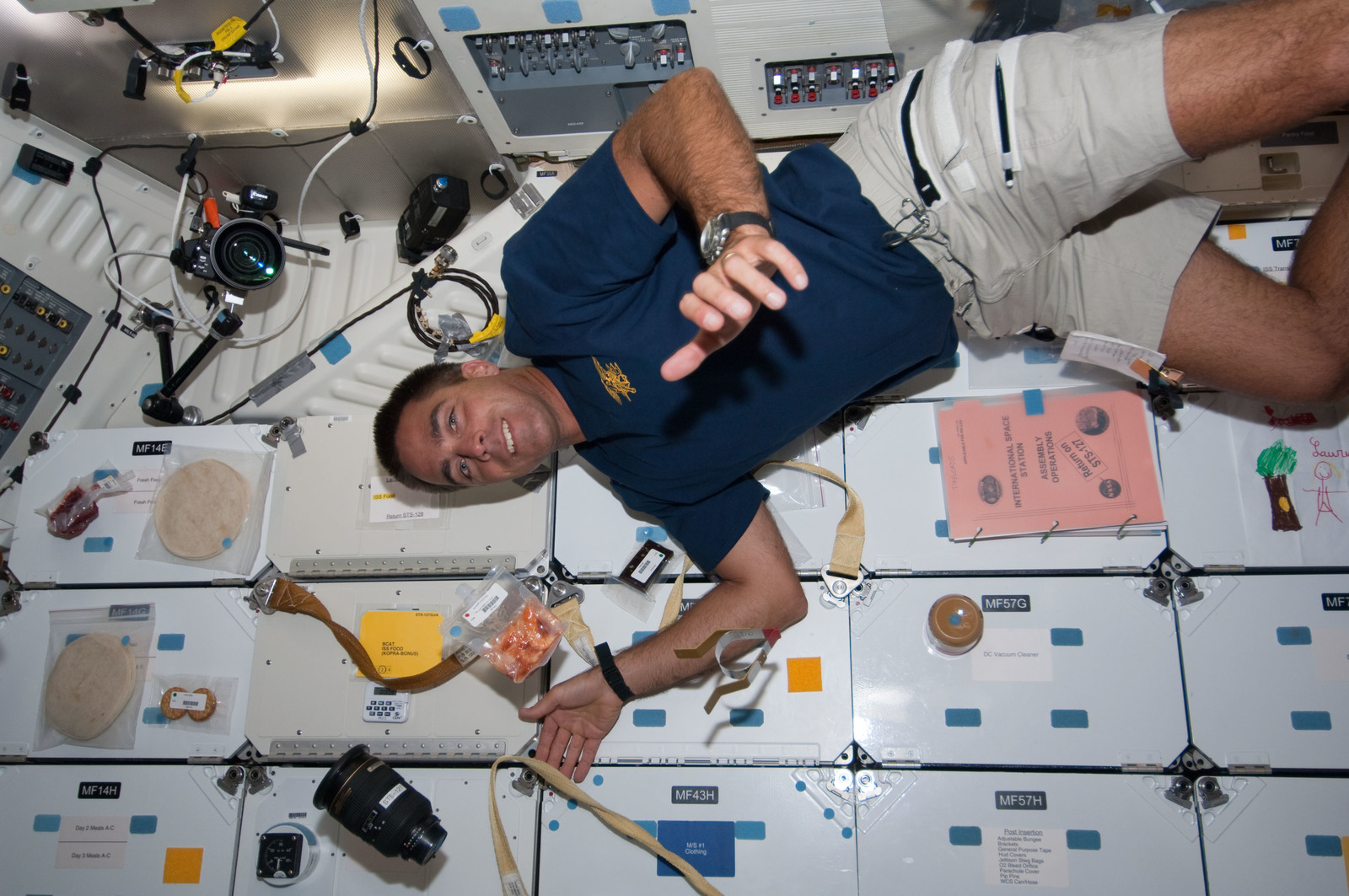 S127E006954 - STS-127 - Cassidy in the FWD MDDK during STS-127 / Expedition 20 Joint Operations