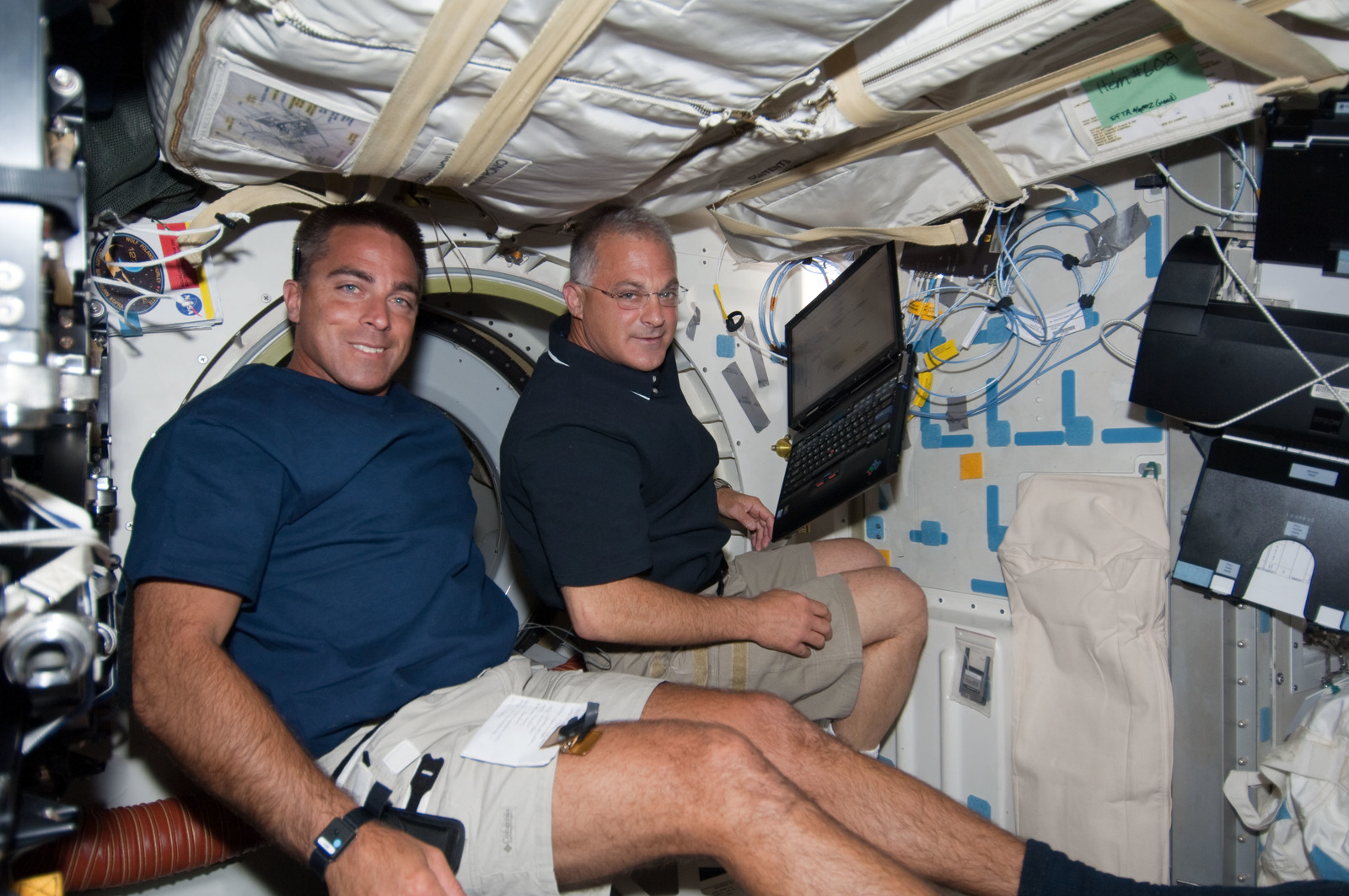 S127E006972 - STS-127 - Cassidy and Wolf in the MDDK during STS-127 / Expedition 20 Joint Operations