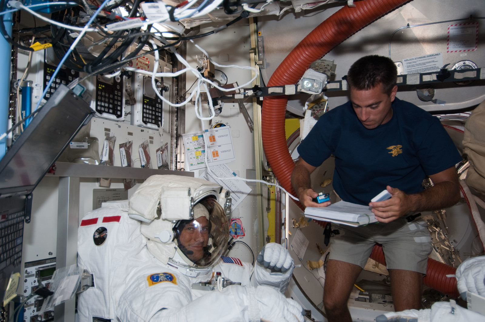 S127E007024 - STS-127 - Marshburn in the A/L during STS-127 / Expedition 20 Joint Operations
