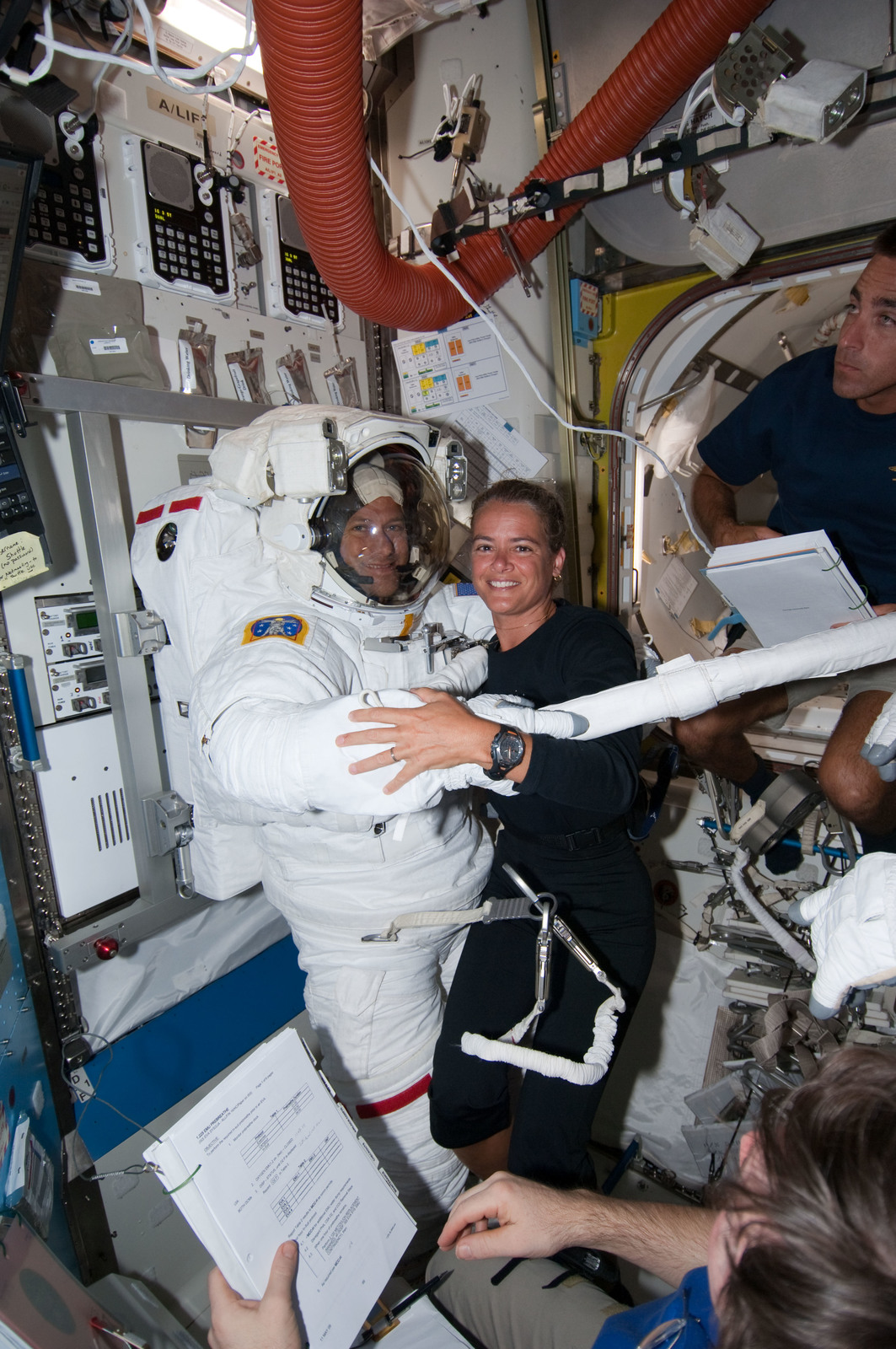 S127E007040 - STS-127 - Payette and Marshburn in the A/L during STS-127 / Expedition 20 Joint Operations