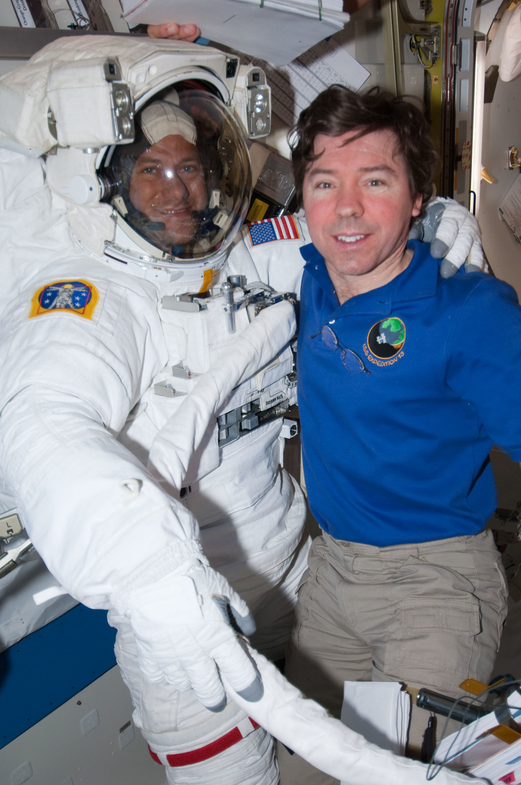 S127E007043 - STS-127 - Marshburn and Barratt in the A/L during STS-127 / Expedition 20 Joint Operations