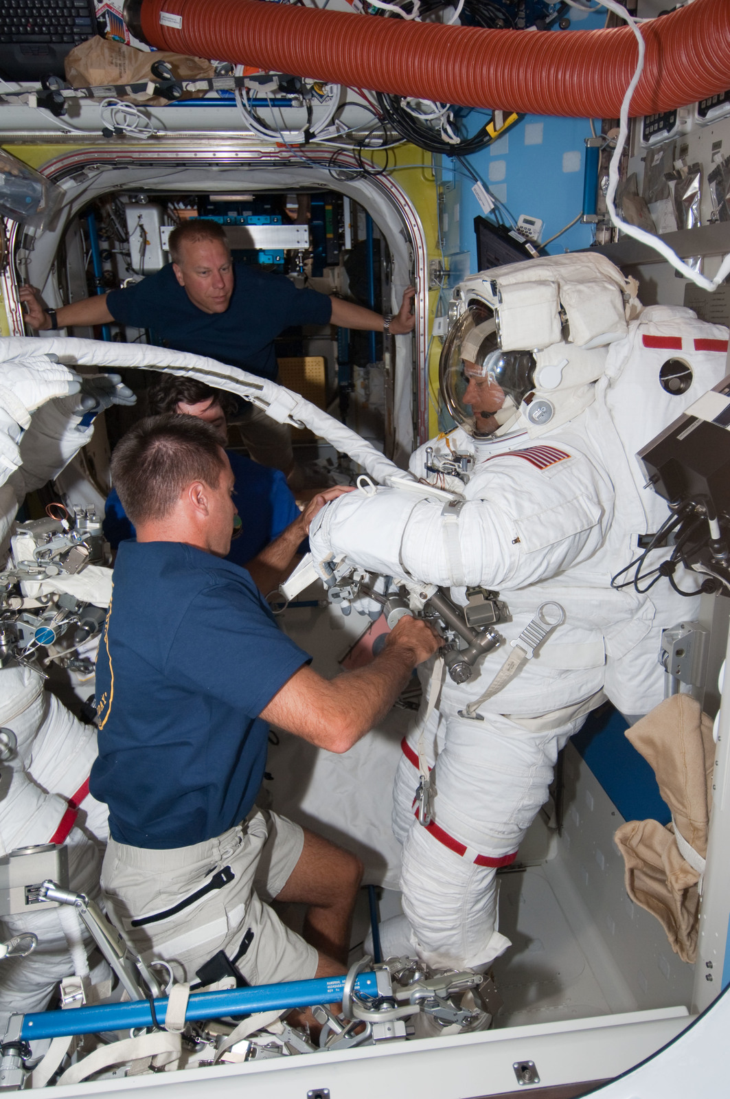 S127E007053 - STS-127 - Cassidy assists Marshburn with his EMU during Joint Operations
