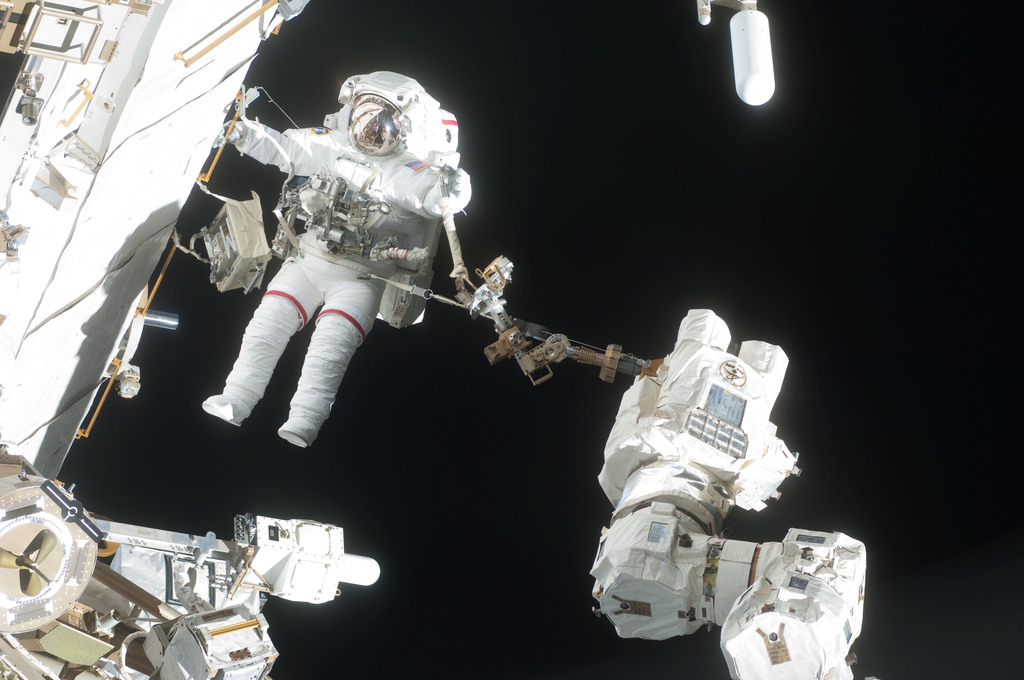 S127E007154 - STS-127 - Wolf during EVA-2 on STS-127 / Expedition 20 Joint Operations
