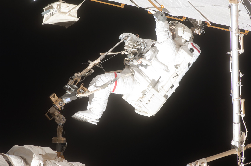 S127E007166 - STS-127 - Wolf during EVA-2 on STS-127 / Expedition 20 Joint Operations