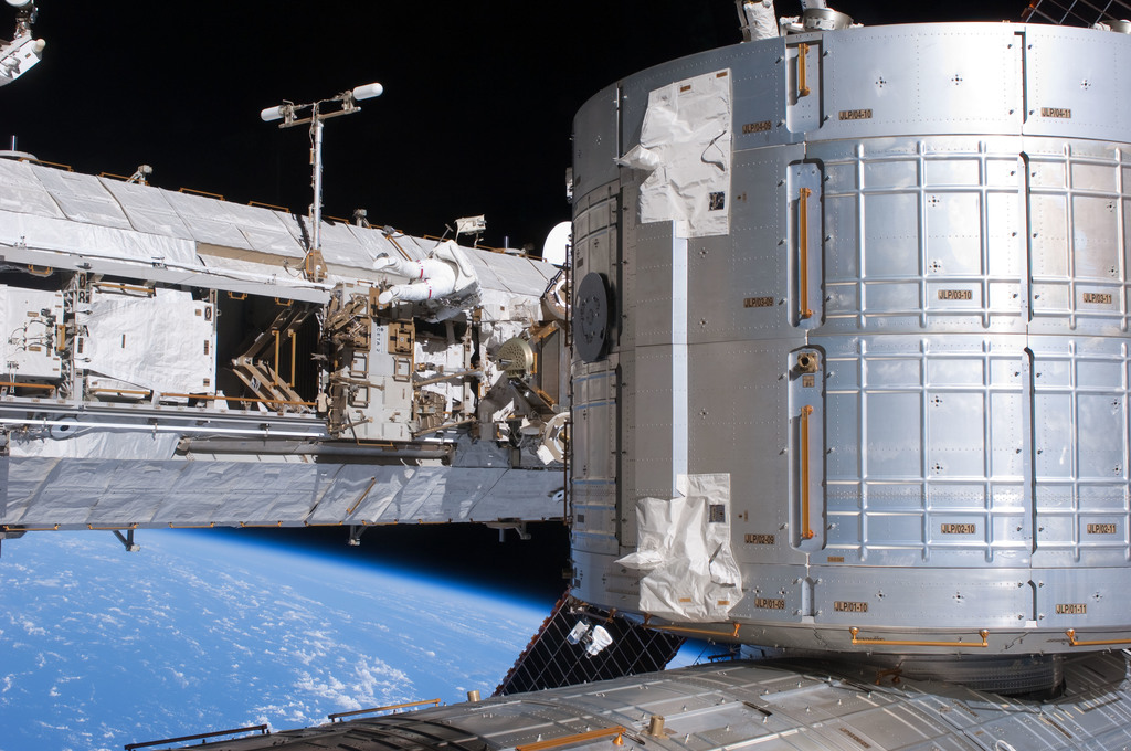 S127E007223 - STS-127 - Marshburn during EVA-2 on STS-127 / Expedition 20 Joint Operations