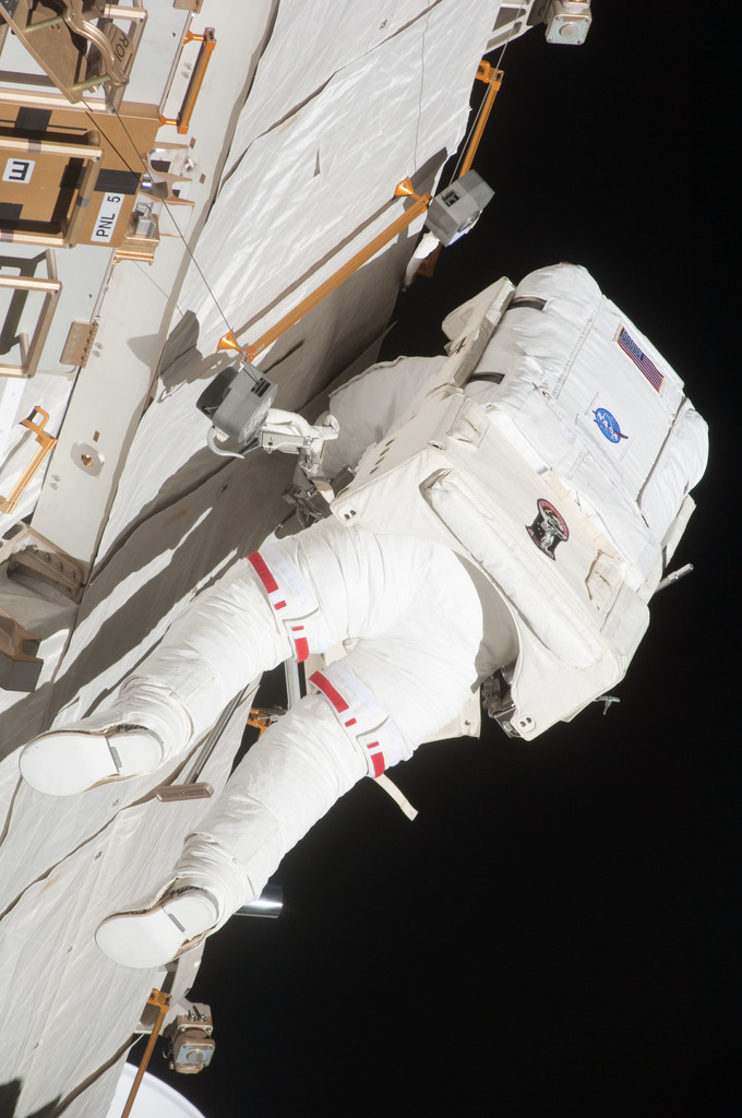 S127E007232 - STS-127 - Marshburn during EVA-2 on STS-127 / Expedition 20 Joint Operations