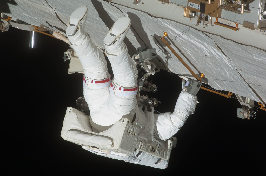 S127E007237 - STS-127 - Marshburn during EVA-2 on STS-127 / Expedition 20 Joint Operations