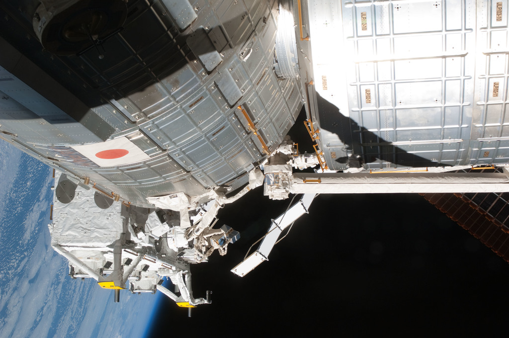 S127E007246 - STS-127 - JEM during EVA-2 on STS-127 / Expedition 20 Joint Operations