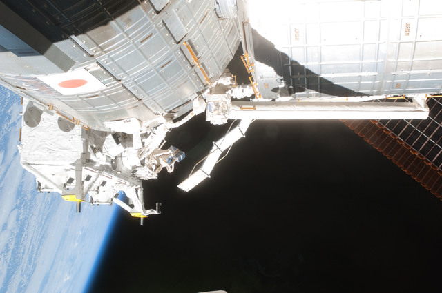 S127E007248 - STS-127 - JEM during EVA-2 on STS-127 / Expedition 20 Joint Operations
