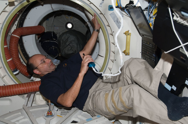 S127E007864 - STS-127 - Polansky uses communication equipment in the MDDK during Joint Operations