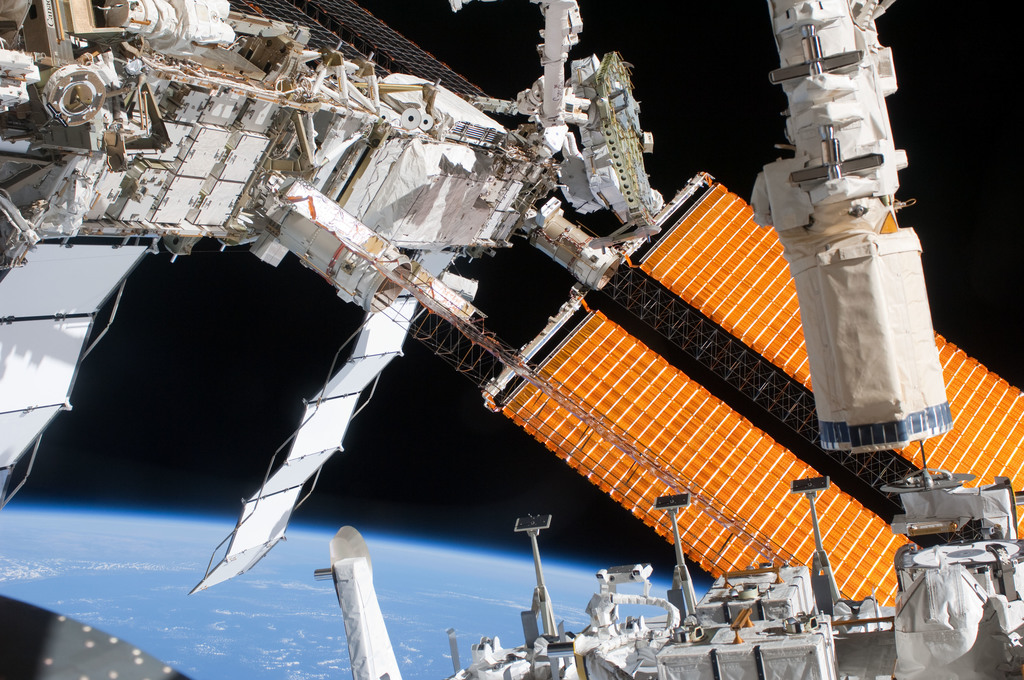 S127E008445 - STS-127 - P6 Truss during EVA-4
