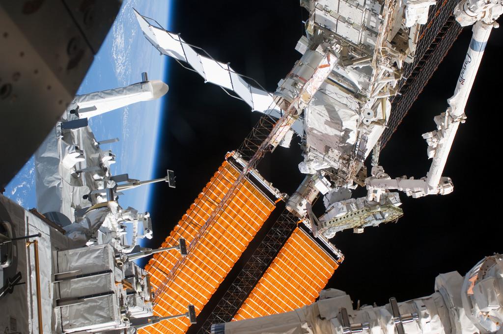 S127E008447 - STS-127 - P6 Truss during EVA-4