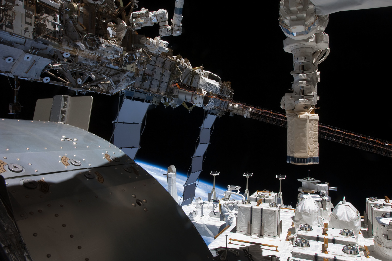 S127E008588 - STS-127 - Port Truss Segments, and JEF during Joint Operations