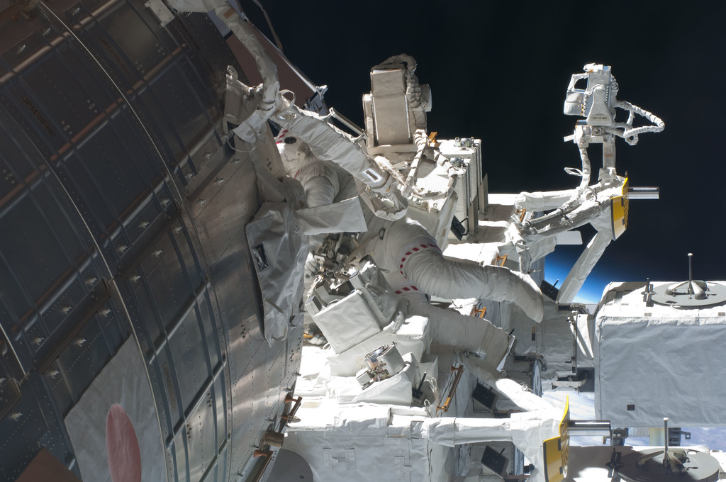 S127E009254 - STS-127 - Cassidy during EVA-5