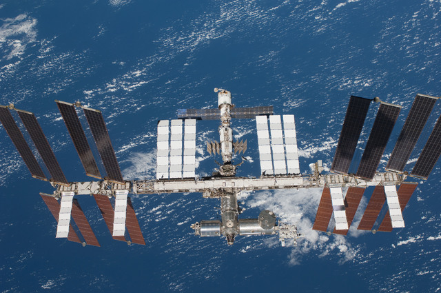 S127E011192 - STS-127 - Fly-around view of the ISS by the STS-127 crew