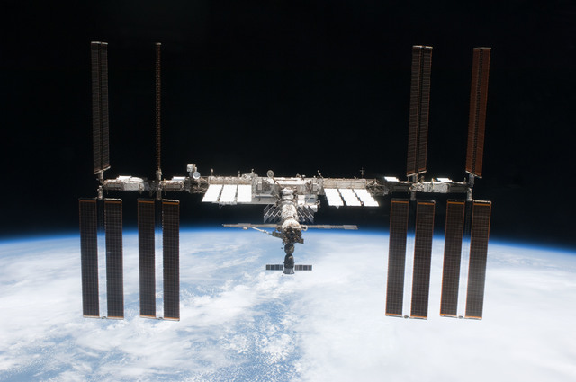 S127E011237 - STS-127 - Fly-around view of the ISS by the STS-127 crew