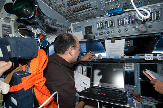 S127E011269 - STS-127 - Polansky in the FD during Joint Operations