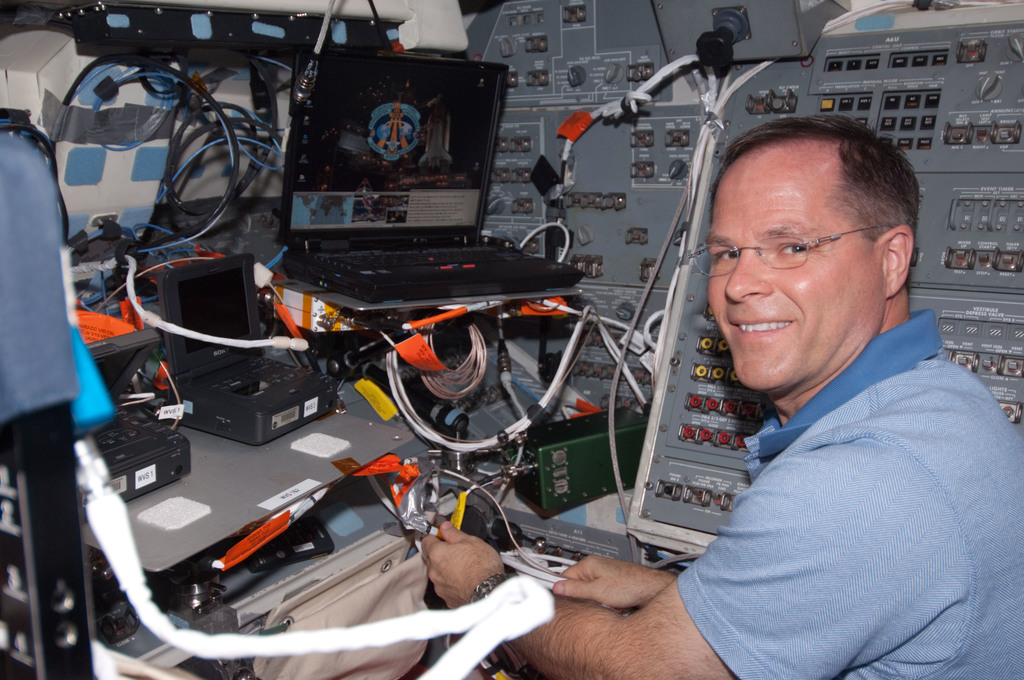 S128E006295 - STS-128 - Ford on AFT Flight Deck (FD) during STS-128