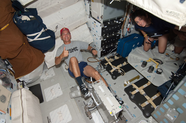S128E006313 - STS-128 - Sturckow uses Cycle Ergometer on Middeck (MDDK) during STS-128
