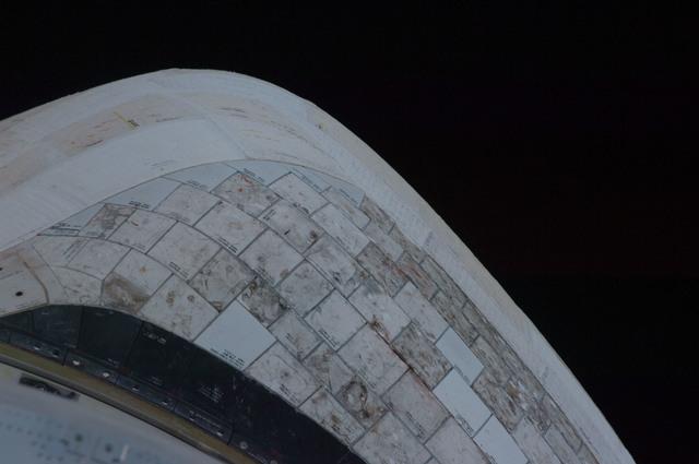 S128E006388 - STS-128 - STS-128 Discovery Orbital Maneuvering System (OMS) Pod Survey