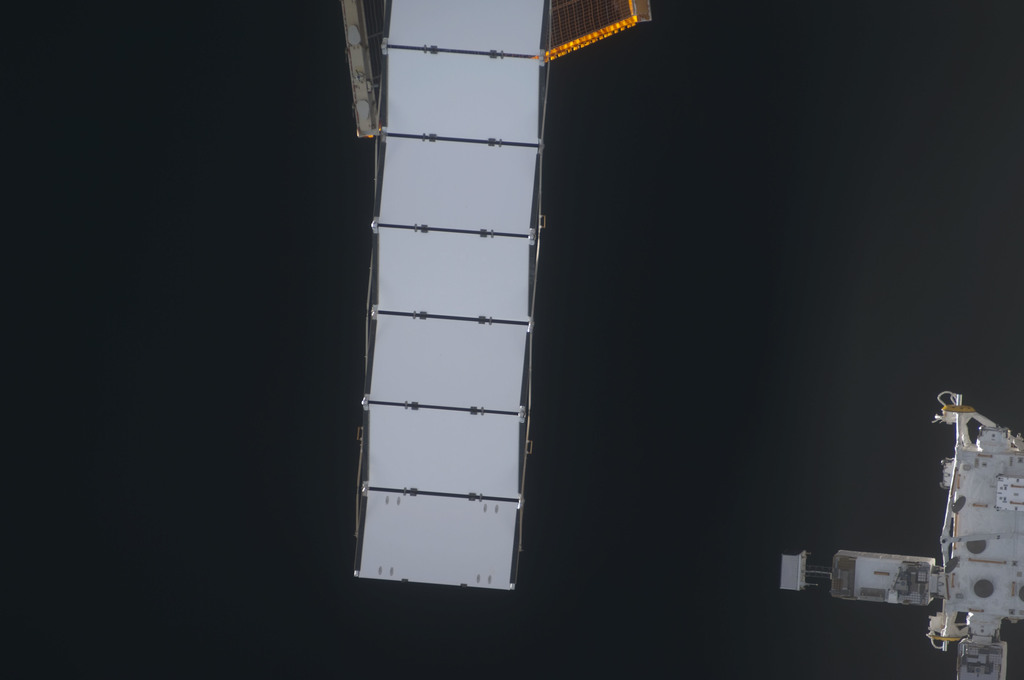 S128E006757 - STS-128 - ISS during STS-128 Approach