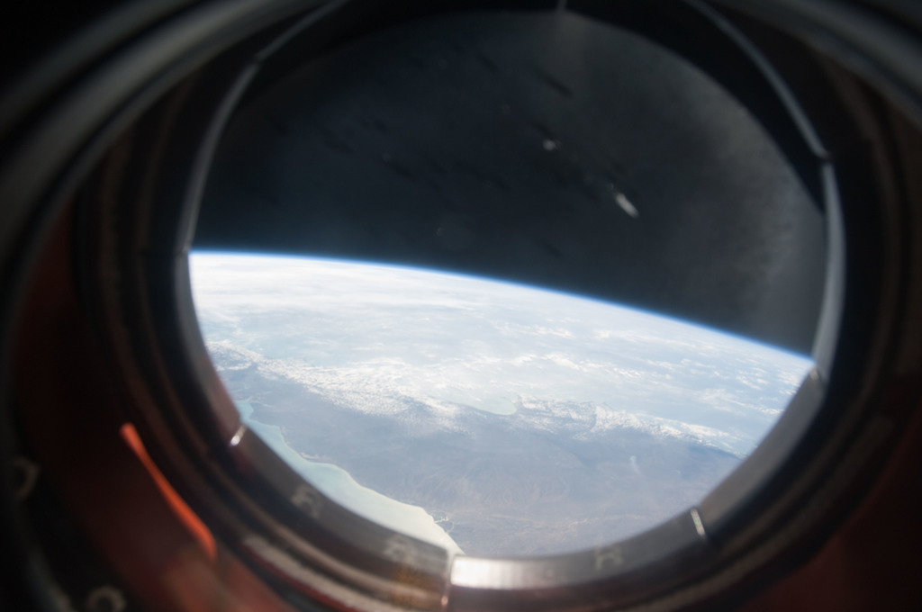 S128E006937 - STS-128 - Earth Observation from Window